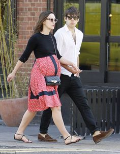 Celebrities maternity style do's and don'ts. Keira Knightley's maternity style. Pregnant