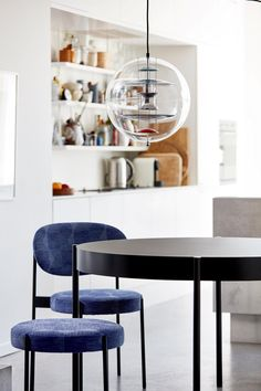 Designed by Verner Panton in 1969 and today manufactured by Verpan, VP Globe pendant is a unique example of Panton's skills as a lighting designer. VP Globe consists of a transparent acrylic sphere and five reflectors suspended by steel chains. Globe Pendant, Pendant Lamp, Pendant Lighting, Home Lighting Design, Modern Lighting, Globe Lamps, Isamu Noguchi, Glass Pendants, Ceiling Lamp