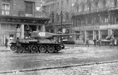 Astoria kereszteződés, szemben a Kossuth Lajos utca a Múzeum körút felől nézve. T 34, Budapest Hungary, Old Pictures, Historical Photos, Military Vehicles, Ww2, Bordeaux, Revolution, The Past