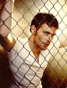 Not a fan of Klaus Mikaelson | Joseph Morgan but this picture is delicious...