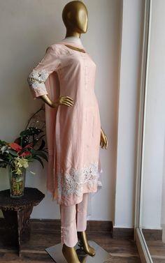 Designer Party Wear Dresses, Kurti Designs Party Wear, Indian Designer Outfits, Simple Pakistani Dresses, Pakistani Dress Design, Fancy Dress Design, Lace Design, Kurti Neck Designs, Tunic Designs