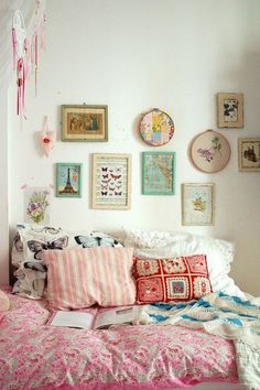 boho-pink-bedroom-cushions-pictures-dreamcatcher + 22 Vintage bedroom decor ideas to delight you | All in One Guide | Page 3