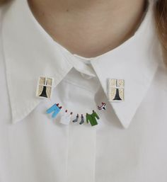 make necklace that attaches to collar with clips