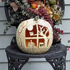 haunted pumpkin house Good tips here on carving artificial pumpkins Fröhliches Halloween, Holidays Halloween, Halloween Pumpkins, Halloween Decorations, Candle Decorations, Christmas Holidays, Fake Pumpkins, Artificial Pumpkins, White Pumpkins
