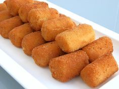Easy recipe to prepare this Spanish croquettes with béchamel and serrano ham. Really easy and quick, perfect for a tapa!