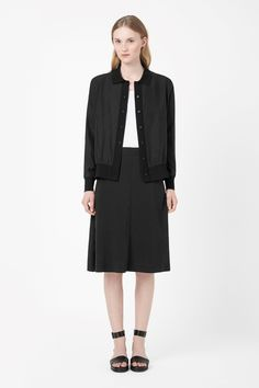 Made from pure silk with a soft, fluid quality, this blazer has a knitted collar and edges for a modern textural contrast. A relaxed style, it is a loose, boxy fit with a simple front button fastening and slightly cropped hemline.