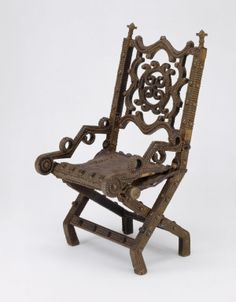 A wood, brass and leather nineteenth-century Asante royal chair (akonkromfi, 'praying mantis') from Ghana; it is a symbol of rulership. (The Art Institute of Chicago)