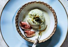 Sorvete de mel e pistache com figos caramelizados - Receita de Andréa Finnochiaro, do Goshala