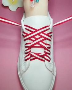 Ways To Lace Shoes, How To Tie Shoes, Your Shoes, Lace Up Shoes, How To Lace Vans, Ways To Tie Shoelaces, Diy Fashion Hacks, Fancy Shoes, Sneakers Fashion