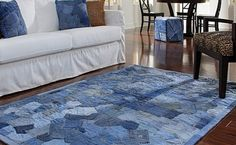 Recycling jeans and furnishing a house. Today, we have selected for you 20 ideas to furnish home recycling old jeans. Be inspired by these original ideas. Old Jeans, Denim Jeans, Denim Purse, Raw Denim, Jeans Pants, Blue Denim, Denim Rug, Denim Quilts, Blue Jean Quilts