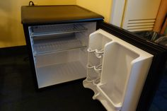 disney world dining **getting groceries delivered to your room**** bring a long a collapsable soft cooler to store other stuff pack with ice since it wont fit in your fridge! Disney On A Budget, Disney Tips, Disney Ideas, Disney World Florida, Walt Disney World Vacations, Hotel Breakfast, Breakfast Ideas, Disney Rooms, Orlando Vacation