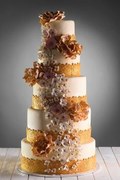 10 Simple Wedding Cakes For A Minimalist Wedding Celebration | ❤️Re-pinned w/love by❤️#savoirclaire❤️ |