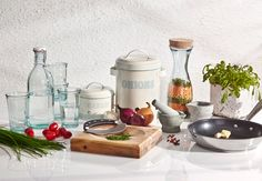 Jamie Oliver -keittiötarvikkeet ruoanlaittoon ja keittiöön.  https://www.hobbyhall.fi/web/store/koti-ja-sisustus/ruoanvalmistus/keittiotarvikkeet#Odatedesc;