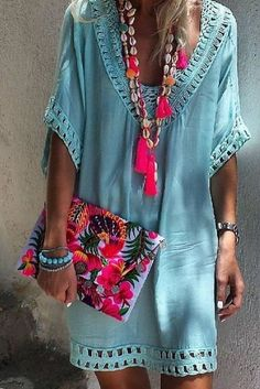 Boho clothes, jewelry and bags have rocked the fashion world. Boho has been immensely popular both with celebrities with masses alike. Let us look over on Boho Mode Hippie, Mode Boho, Ibiza Fashion, Look Fashion, Womens Fashion, Fashion Trends, Bohemian Fashion, Fashion Ideas, Fashion Clothes