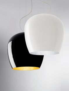 Sandro Santantonio designed a lamp for Lucente made of fiberglass for both indoor and outdoor use called Hand Made. The company's first experimentation into fiberglass, it comes in a pendant version in addition to a fun floor version that you can also use as a pouf.