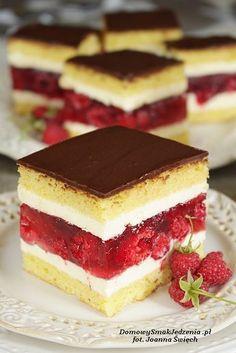 letnie ciasto z malinami i galaretką | Domowy Smak Jedzenia .pl Sweets Cake, Cookie Desserts, Cookie Recipes, Cupcake Cakes, Dessert Recipes, Baklava Recipe, Vegan Junk Food, Just Cakes, Pie Dessert