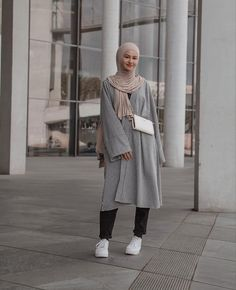 Modern Check Prints Always Look Great With Hijab Fashion. Image:@sarahca__ - Here Are Some Tips On How You Can Wear Check Print This Year- Hijab Fashion Check - Hijab Check Outfit - Hijab Check Shirt Dress- Hijab Check Shirt - Hijab Check Dress - Check Hijab Fashion - Fashion Hijab - Modern Hijab Fashion Check Print #hijabfashion #hijabdress #hijabstyle #modestoutfit #muslim