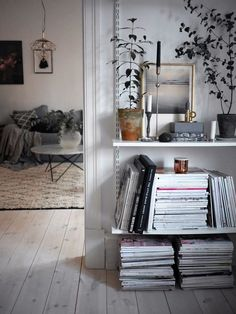 sweet home. Modern scandinavian white monochrome decorate living decorate bookshelf decorating home interior design interior design interior design Source by tasteboykott Scandinavian Interior Design, Home Interior, Decor Interior Design, Interior Decorating, Scandinavian Style, Home Design, Room Inspiration, Interior Inspiration, Sweet Home
