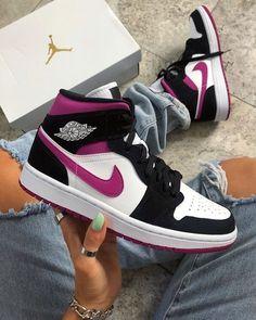 Cute Nike Shoes, Cute Nikes, Cute Sneakers, Nike Air Shoes, Shoes Sneakers, Jordan Sneakers, Shoes Jordans, Jordan Tenis, Jordan Nike