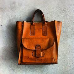 vintage natural leather bag.