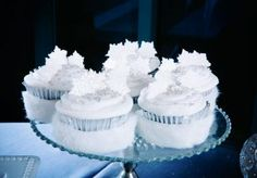 These wintery inspired cupcakes by Creme de la Creme look divine! Photo by Hiram Trillo Photography #wedding #winter #cupcakes #white #faux #fur #wrap #snowflake