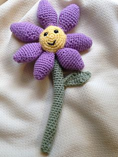 I love May! And this May Flower is the perfect way to celebrate all the fun that comes with Spring!! :) #crochet #pattern by Laura Mae's Crochet