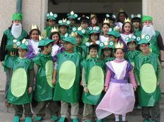 "Carnaval 2008 "" Els contes"" - Escola Llibertat - Àlbums web de Picasa Carnival Crafts, Carnival Decorations, Green Costumes, Diy Costumes, Art For Kids, Crafts For Kids, Frog Costume, Dear Zoo, Nursery Activities"