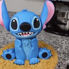Cake Decorating Videos, Cake Decorating Techniques, Beautiful Cakes, Amazing Cakes, Fondant Cakes, Cupcake Cakes, Lilo And Stitch Cake, Kreative Snacks, Pikachu Cake