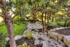 Traditional Landscape Design, Pictures, Remodel, Decor and Ideas - page 49 Small Front Yard Landscaping, Hillside Landscaping, Landscaping With Rocks, Landscaping Ideas, Pavers Ideas, Stone Landscaping, Flagstone Patio, Backyard Patio, Backyard Ideas