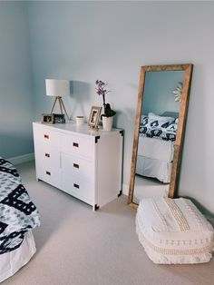 Master bedrooms, minimalistic bedrooms, luxury bedrooms and everything bedroom related for your interior. Room Ideas Bedroom, Home Bedroom, Bedroom Decor, Master Bedrooms, Bedroom Mirrors, Bedroom Inspo, Bedroom Designs, Modern Bedroom, 60s Bedroom