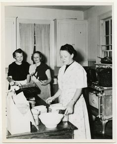 Preparing for the Seder in the kitchen of the Community House, Biloxi, Miss., April 13, 1949 by Center for Jewish History, NYC, via Flickr