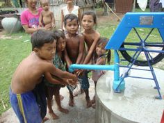 In 2013 realiseerden wij waterpompen: schoon drinkwater voor de allerarmsten in Cambodja. http://www.hopefulchildrencenter.org/nl/projecten-nl/wat-hebben-wij-bereikt?showall=&start=1