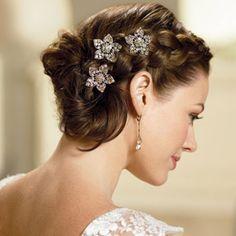 Recogido de novia con joyas en el pelo