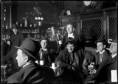 A saloon in Chicago, 1905. Photograph from Chicago Daily News.