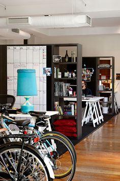 Les bureaux de l'agence de pub George Patterson Y à Melbourne. Des bibliothèques remplacent les murs. Cette approche a permis de minimiser les coûts de construction et de redonner à l'intérieur son caractère historique. Les systèmes de meubles amovibles offrent une grande fléxibilité d'agencement de l'espace.