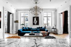 Gorgeous velvet sofa of deep blue shade in the center of the living room of this apartment in Stockholm like the throne of the modern king - spectacular, ✌Pufikhomes - source of home inspiration Velvet Bedroom, Blue Velvet Sofa, Interior Design Living Room, Living Room Designs, Living Room Decor, Studio Apartment Decorating, Shabby Chic Interiors, Banquette, Luxury Home Decor