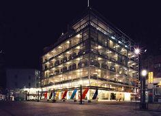 In Heerlen staat het Glaspaleis: een prachtig architectonisch hoogstandje uit de jaren '30. Het Glaspaleis werd gebouwd namens ondernemer Schunck en heeft al aardig wat meegemaakt.