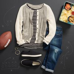 Super Style Sunday! Suit up for sports bars, tailgates or couch crowds in collegiate-inspired pieces like raglan sleeves & varsity stripes.