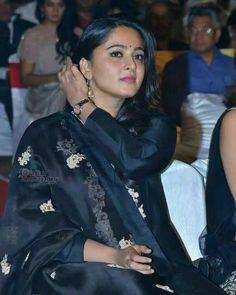 Anushka Latest Photos, Anushka Photos, Beautiful Saree, Beautiful Indian Actress, Beautiful Actresses, Anushka Shetty Saree, Prabhas And Anushka, Girl Number For Friendship, Indian Actress Gallery
