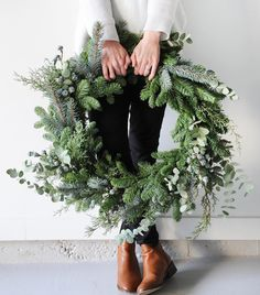 18 inch large fresh Christmas wreath Artificial fir tree as Christmas decoration? A synthetic Christmas Tree or a real one? Noel Christmas, Merry Little Christmas, Winter Christmas, Christmas Crafts, Natural Christmas, Green Christmas, Beautiful Christmas, Canada Christmas, Christmas Ring