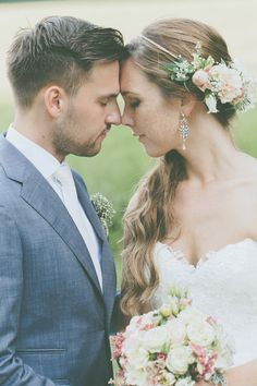 Verena und Benni's DIY-Hochzeitstraum fotografiert von Lene Photography #pretty #love #wedding #couple #flowers
