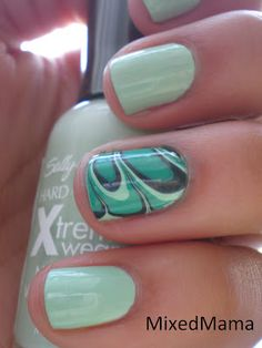 St. Patrick's Day Accent Water Marble Mani.