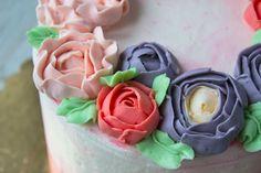 Очень вкусный и удобный в работе крем для выравнивания и модного декора тортов и капкейков! Подробный рецепт с пошаговыми фото!