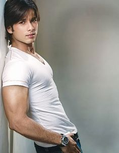 Ren ;) Shahid Kapoor would be absolutely perfect for Ren!!!