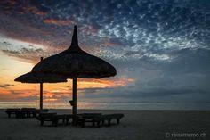 Dinarobin Beachcomber Golf & Spa Resort – ein kleines Fleckchen Paradies auf Mauritius  #Mauritius #Dinarobin #beach Mauritius, Strand Resort, Golfer, Tired Eyes, White Sand Beach, Spa, Patio, Vacation, Outdoor Decor