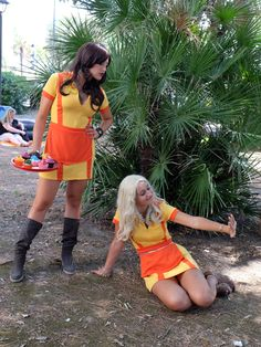 tv series: 2 broke girls  cosplayers: leaxya (Max Black) Ilaria Veggetti (Caroline Channing) Ph. Massimiliano Valentini