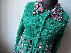 Kelly Green Cardigan, jersey verde, estampado de flores suéter, Upcycled Reciclado Reutilizado Ropa, verde claro Jumper, cintura del imperio Top