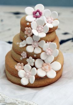 Incredibly beautiful little stack of decorated cookies. #cookies #food #baking #cake #dessert #flowers #shabby #chic #wedding #pink