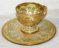 Glass and gold demitasse cup and saucer Uma joia em ouro. Tea Cup Set, My Cup Of Tea, Cup And Saucer Set, Tea Cup Saucer, Tea Sets, Glass Tea Cups, China Tea Cups, Tassen Design, Teapots And Cups