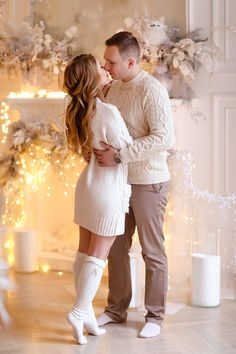 Christmas Pregnancy Photos, Family Christmas Outfits, Family Christmas Pictures, Christmas Couple, Family Outfits, Holiday Pictures, Xmas, Family Portrait Poses, Family Picture Poses